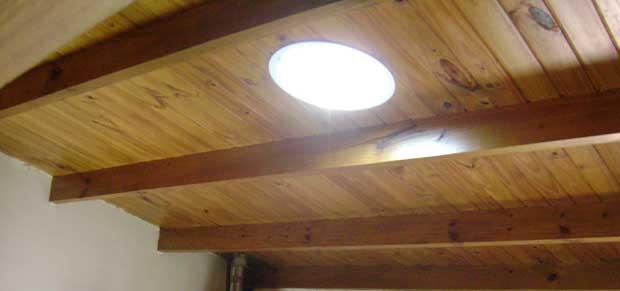 Terminaci n interior en techos - Lamparas para techos con vigas de madera ...